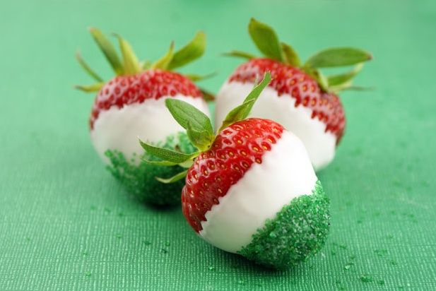 Cinco de Mayo strawberries - so fun and easy!  | Candiquik
