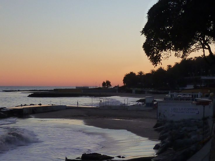 Sanremo , passeggiata sulla spiaggia . Foto di Cristina Berardi