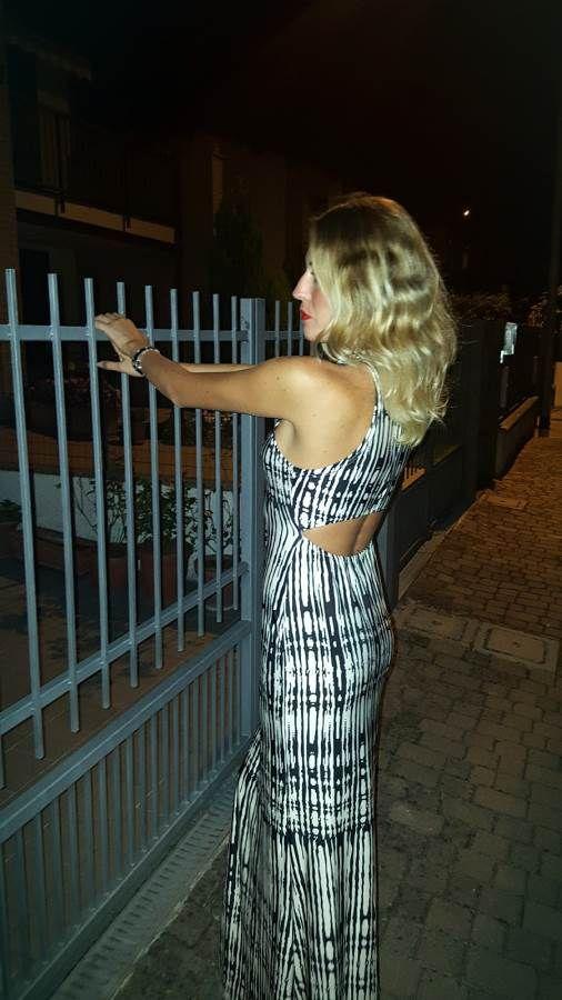 Due bionde, due abiti lunghi  e la luna piena! Per tutte le foto dell'outfit vi aspettiamo sul blog http://wp.me/p7iAW9-2Cb ! FashionMia #fashionmia #abiti #fashionblogger #thesprintsisters #itgirl #likeamodel