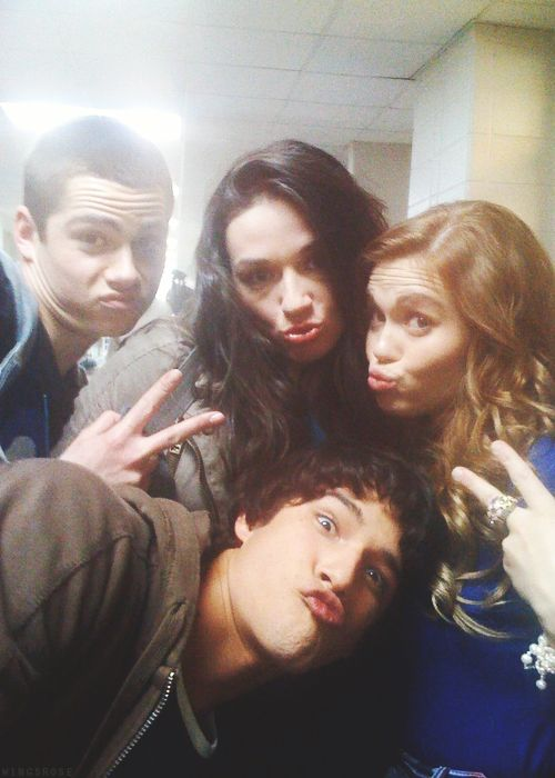 Awsome flashback photo of Dylan O'Brien, Crystal Reed, Holland Roden and Tyler Posey on the set of Teen Wolf!