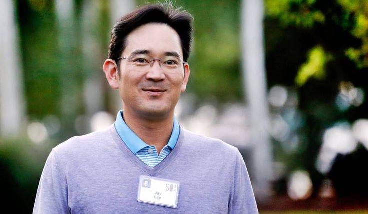 Samsung'un üst düzey yönetici kadrosundan Lee Jae-yong devletin ilerlemesine karışacak rüşvetler verdiği iddiasıyla mahkemelik oldu. Geride bıraktığımız 2016 yılında telefonlarda yaşanan skandallar ile adını sıkça gördüğümüz Samsung, şimdi de rüşvet iddiasıyla gündemi sarstı. Samsung'un Genel Müdür Yardımcısı Lee Jae-yong, rüşvet verdiği gerekçesiyle geçtiğimiz günlerde ifade verdi. İddianın gerekçesi olarak Jae-yong'un Güney Kore Devlet Başkanı'nın aile …