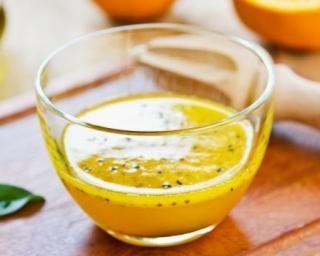 Vinaigrette légère à l'orange et au sésame : http://www.fourchette-et-bikini.fr/recettes/recettes-minceur/vinaigrette-legere-a-lorange-et-au-sesame.html