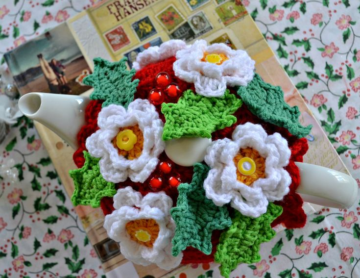 A very Christmasy tea cosy | The Green Dragonfly