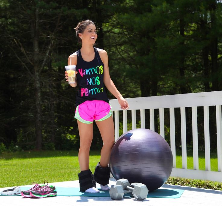 camila coelho working out from home