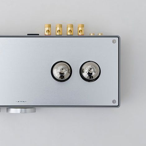 Sleek, prototype vacuum tube amplifier designed by Koichi Futatsumata of Case-Real, for high-end audio equipment manufacturer Elekit. I might copy the volume knob and inset lid mounting style.