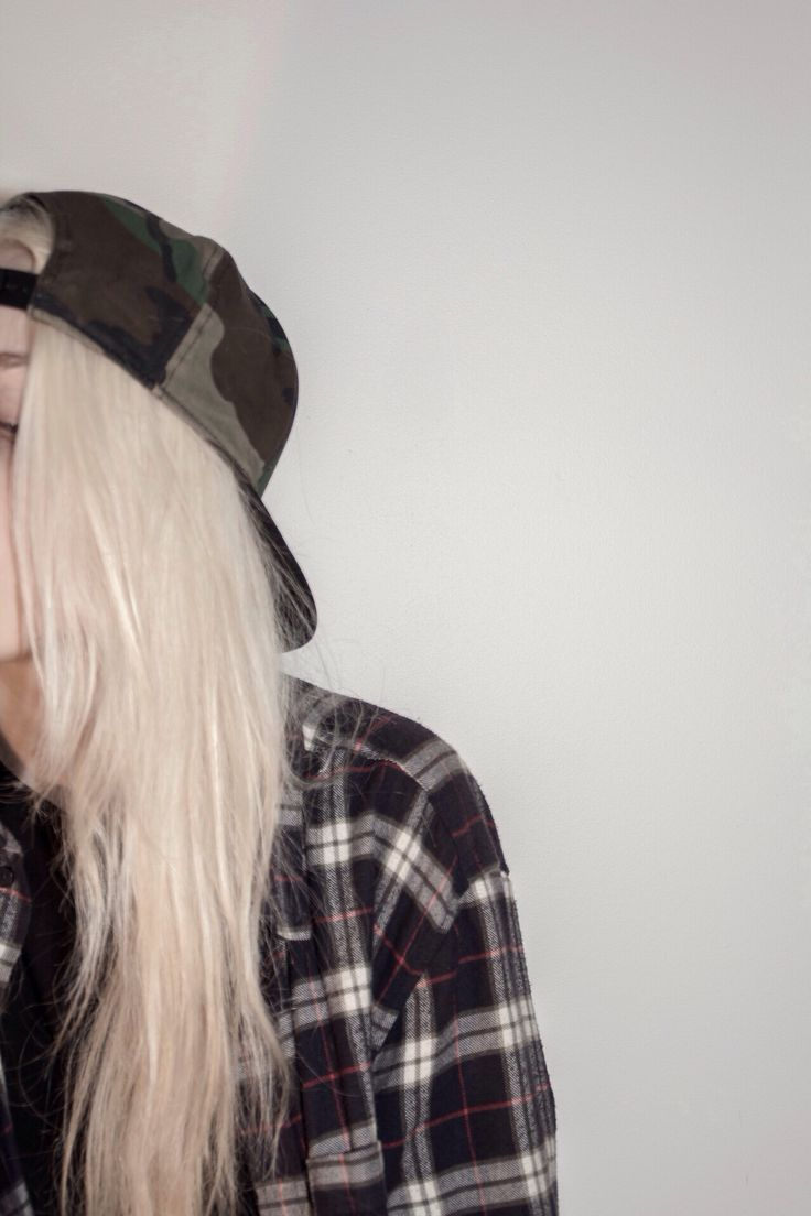 Grunge // flannel // blonde