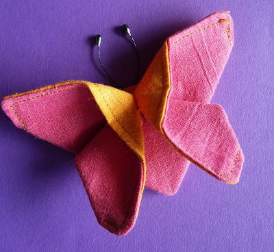 vlinder van stof maken. Kan waarschijnlijk ook wel met papier. Uitgangspunt is rechthoek.