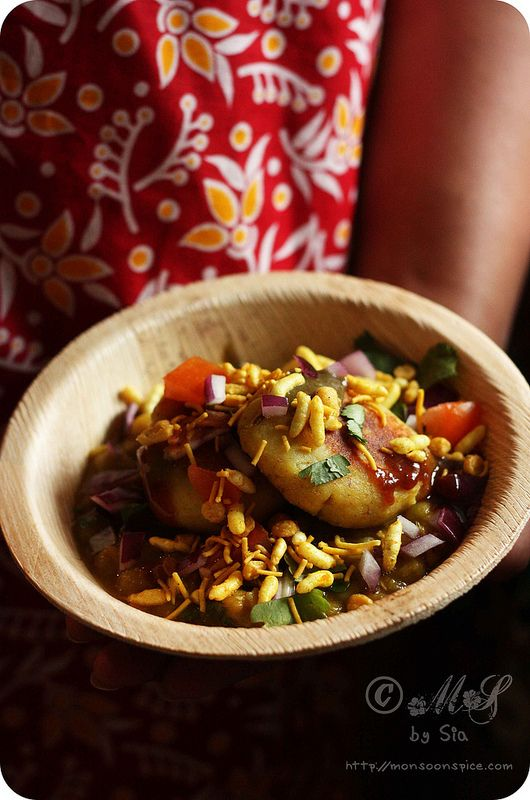Ragda Patties ~ Potato patties served in a spicy peas gravy and topped with assortment of chutneys and garnished with crispy sev, chopped onions, tomato and coriander leaves; a famous and much loved street food of Indian sub-continent