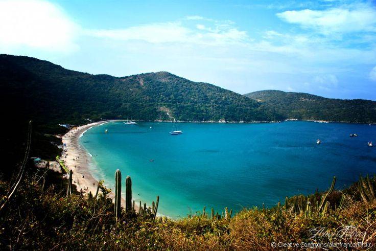 Praia do Forno (Arraial do Cabo, Rio de Janeiro): A pequena praia de areias super brancas e águas cristalinas azul-turquesa só pode ser acessada de barco ou através de uma trilha de pouco mais de 500 metros de extensão.