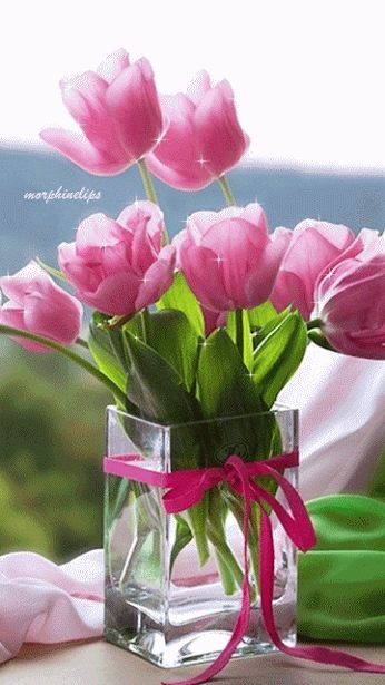 Hey a vase of tulips !!!! Enjoy !!!! ⭐️