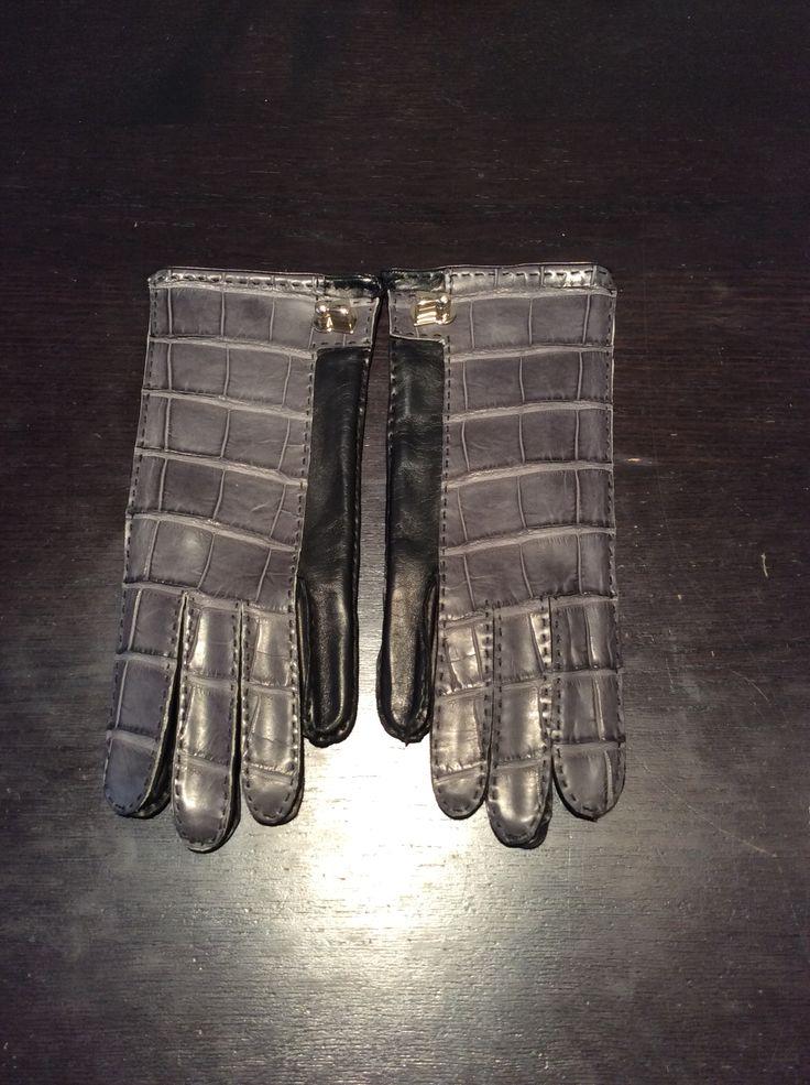 Croccodile gloves