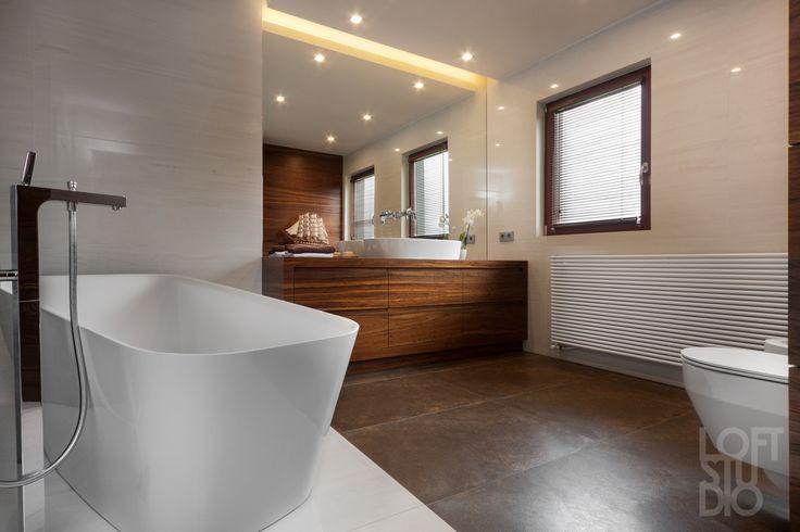 heater in bathroom design by LOFTSTUDIO/ grzejnik horyzontalny w projekcie łazienki LOFTSTUDIO Pragniesz podobnego wnętrz to zgłoś się do nas www.loftstudio.pl