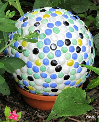 Turn a thrift store bowling ball into a piece of yard art with these easy DIY instructions.