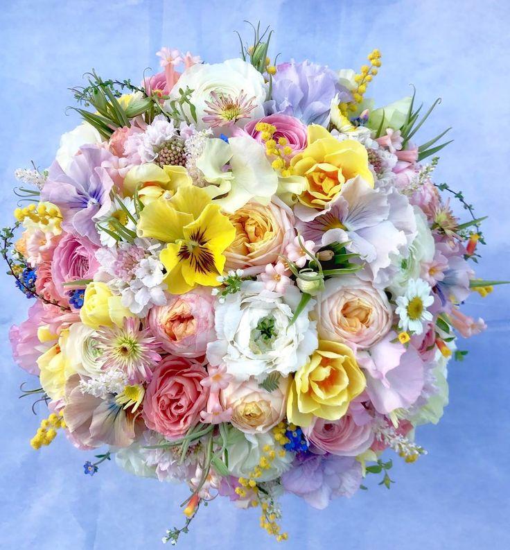 神戸で離れて暮らすご実家のお母様へ、東京に嫁がれたお嬢様(FB.IG友)からの誕生日プレゼント。彼女が普段アップされている作品から彼女を、更にはそのお母様を勝手に妄想してのアレンジメント(笑) #flowers #flower #flowerstagram #flowerphotography #flowermagic #flowerarrangement #花のある生活 #花のある暮らし #誕生日 #フルール花音