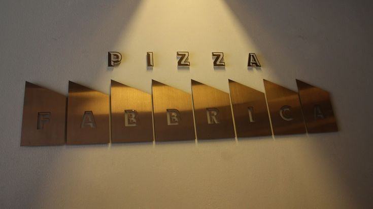 Visit Pizza Fabbrica for Quality Pizza and Beer in Bussorah Street