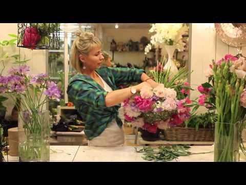 Уроки флористики. Анастасия Егорова - букет на каркасе в виде чаши - YouTube
