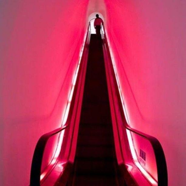 Barbie Store, em Xangai, China. Projeto do escritório Slade Architecture. #design #iluminação #light #lighting #lightingdesign #conceito #concept #interior #interiores #artes #arts #art #arte #decor #decoração #architecturelover #architecture #arquitetura #design #projetocompartilhar #davidguerra #shareproject #barbiestore #xangai #shanghai #china #sladearchitecture