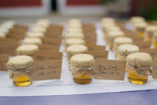 Honey Jar Place Cards. Orrrrr….gifts for wedding gifts courtesy of the Muhlenbeck family farm.