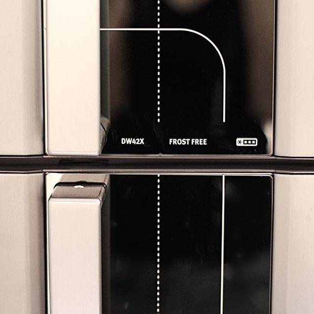 Nossa geladeira.....Boa noite ❤ #apartamento102 #apto102 #eletrolux #geladeira #geladeirainox #eletro #cozinhapequena #cozinhaplanejada #kitchen #estiloescandinavo #scadinaviandesign #estiloindustrial #diariodereforma