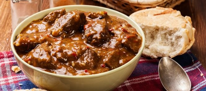 Runderstoofvlees met appelstroop,dit geeft weer een andere smaak aan het rundvlees.