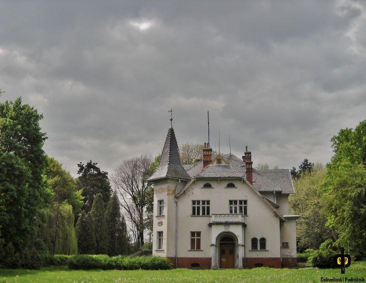 Pałac w Przerzeczynie Zdroju wzniesiony w 1896 roku dla rodziny von Pfeil. Wystawiony na sprzedaż.