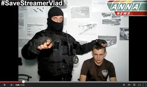 Via Laurent Brayard  Jeune garçon arrêté par le #SBU l'an dernier, bataillon #Azov, répressions et tortures #Ukraine #Marioupol