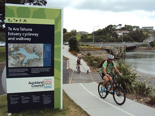 Te Ara Tahuna Estuary Cycleway by ibikenz, via Flickr