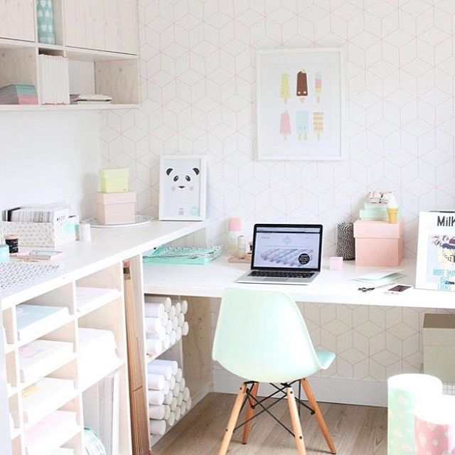 Office perfection! Loving our mint design chair at the office of @eeflillemor. #teleukhout
