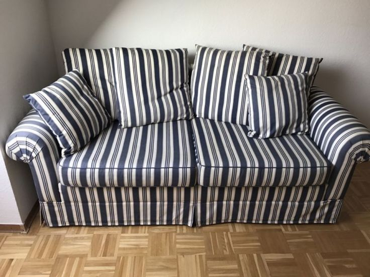 Wir verkaufen unser schönes Schlafsofa. Das Sofa ist 95 cm tief und 195 cm breit. Die Liegefläche, auf dem dritten Bild zu sehen, hat eine Breite von 140 cm. Die Polster sind z.t. durch die Sonne etwas ausgeblichen. Nur an Selbstabholer.