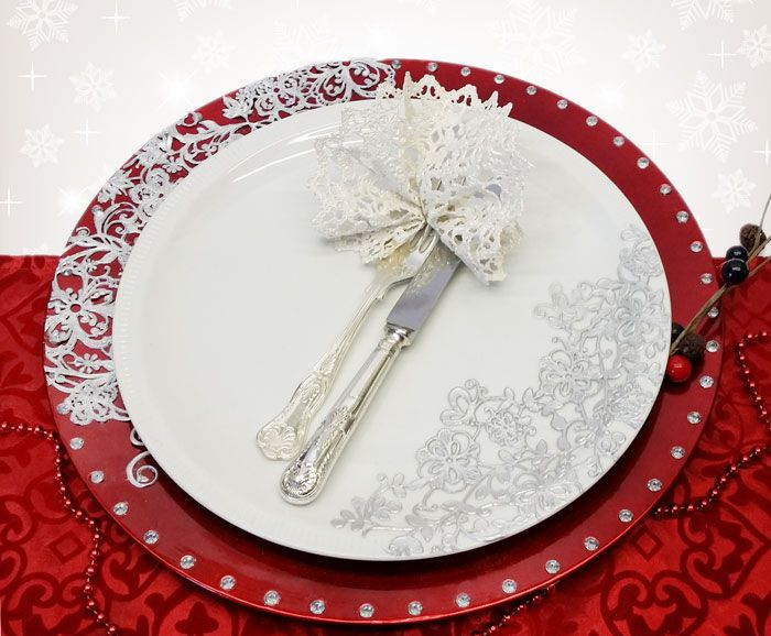 Christmas table setting -Dinner plate with edible lace as serviette
