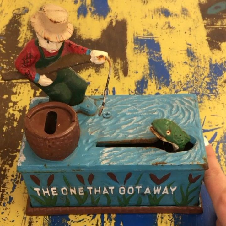 This vintage cast iron coin bank makes saving your change fun! #whatthefrog #vintagecoinbank #fishing #fun #collectibles #oddities #getfrogged #lillifrog