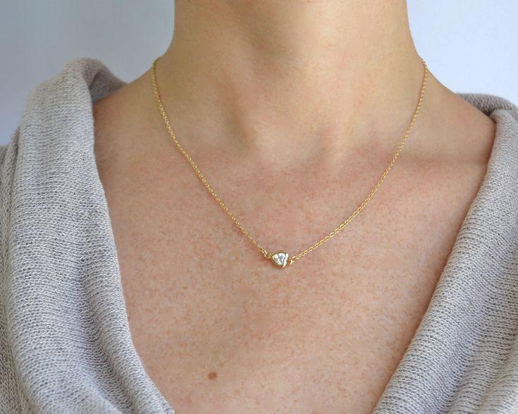 Quiero compartir lo último que he añadido a mi tienda de #etsy: Tiny Heart Necklace - Heart pendant - Heart Charm Necklace - Heart Gold Necklace - Minimalist Necklace - Galentines Day Gift - Galentines