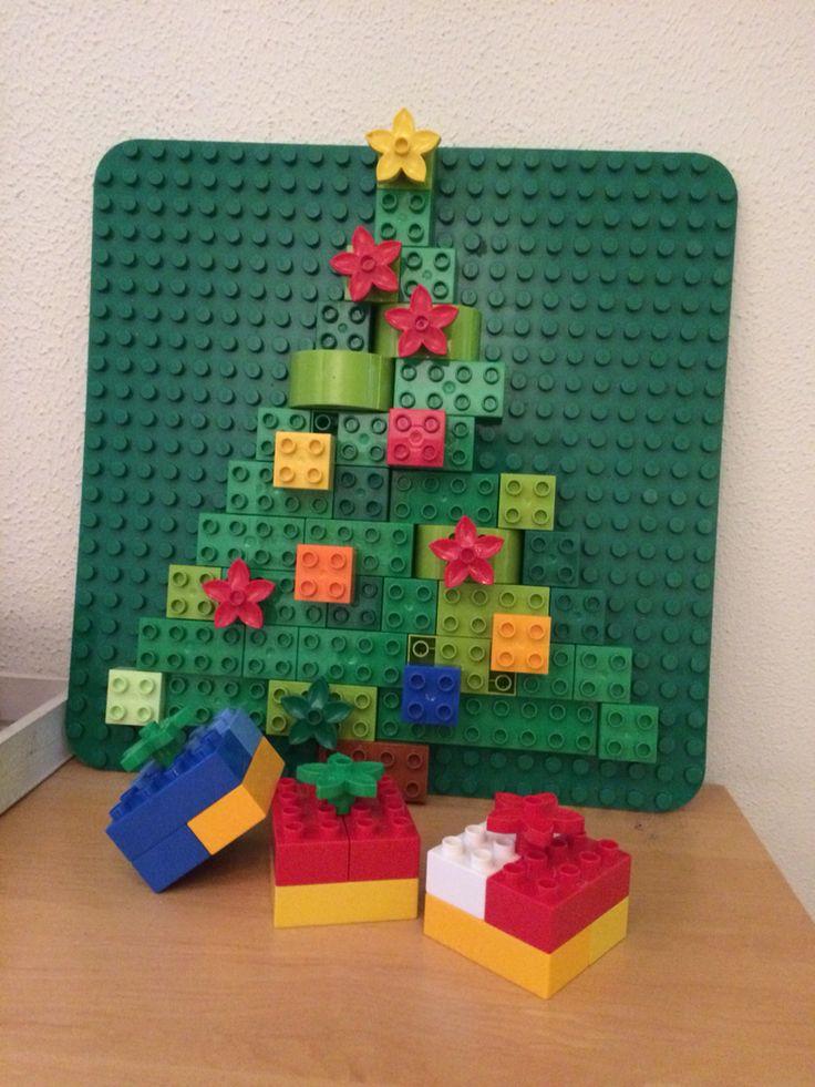Duplo kerstboom met cadeautjes..