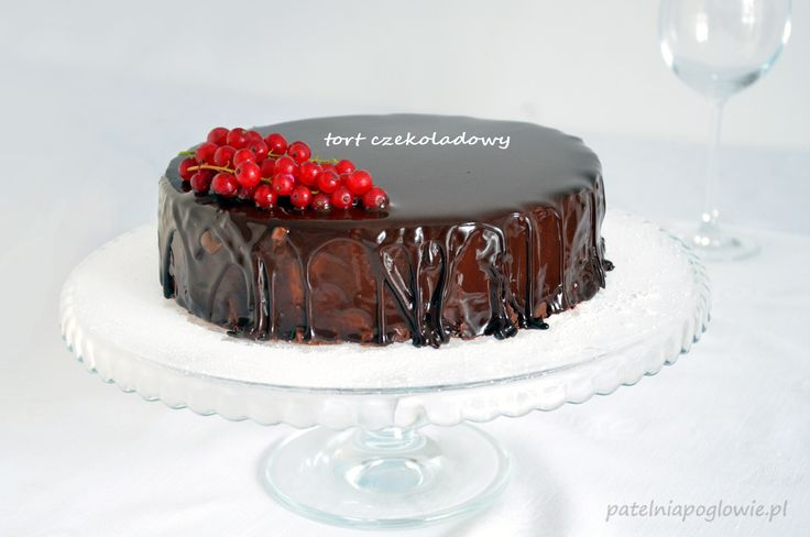 Chocolate cake with red currant.