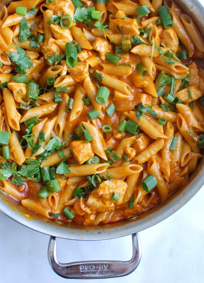 One Pot Chicken Enchilada Pasta takes your favorite enchiladas and turns it into a quick and easy pasta dish. // A Cedar Spoon