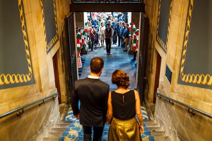 Reportaje de fotos de boda en Vitoria Gasteiz. Hotel Silken, Ayuntamiento y Restaurante el Portalón. Fotógrafo Imanol Quílez.