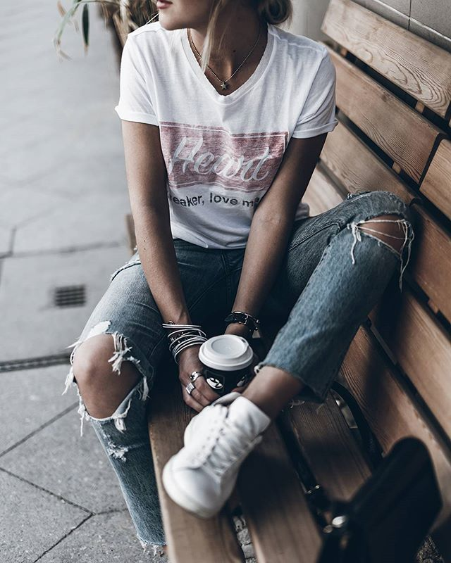 Tee and jeans #zoekarssen tee #ootd #denim