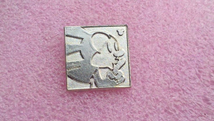 pin broche disney DLR - 2014 Mickey caché Série - Oswald les expressions de lapin chanceux - Shh CHASER