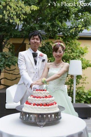 8月に軽井沢で挙式&披露パーティなさった新婦さんより、当日のお写真をいただきましたのでご紹介いたします。ケーキカットのときのおふたり、とっても素敵ですね(...