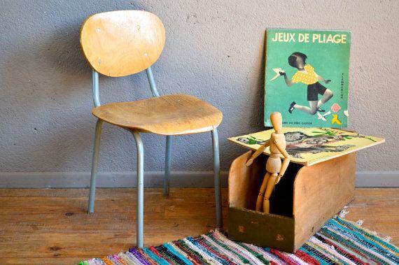 Stoel kind retro vintage jaren 50 hout en het frame van de