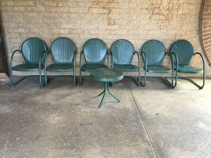 Vintage Green Retro Metal Motel Lawn Chairs Shell Back With Side Table In Excellent Condition Estimate $90 Each