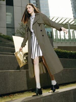 カーキも落ち着いていてオシャレ度アップ☆ガウントレンチコートのコーデ、スタイル・ファッションの着こなし♪