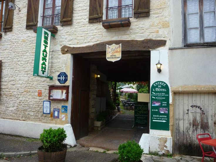 Restaurant Le Relais Fleuri Tannay.  2 Rue de Beze, Tannay Téléphone: 03.86.29.84.57  fax : 03.86.29.33.88 E-mail: le-relaisfleuri@wanadoo.fr http://www.hotel-restaurant-bourgogne.eu/
