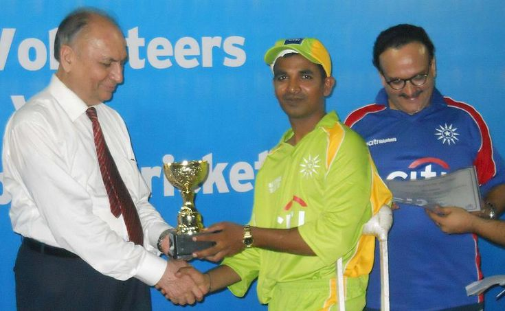 Best Bowler of the Cup Mr. Farhan Saeed