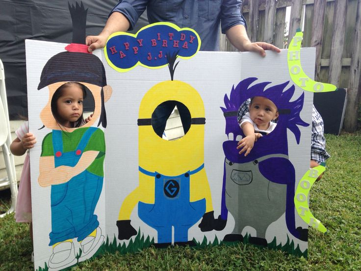 Minion photo booth, the must have for your party! #minion #photobooth #thewowfactor