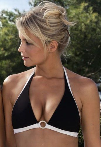 Virgine Efira en maillot - Stars à la plage : star bikini ou star topless, qui est la plus sexy ?