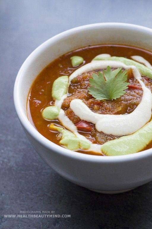 Rijk gevulde tomatensoep. Smakelijk eten!