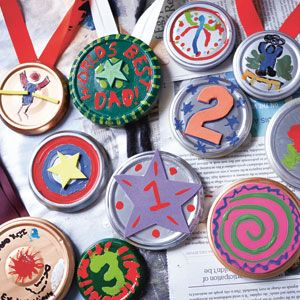 Fun crafting idea - make medals out of bowl lid