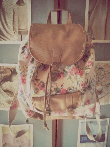 Been looking for a cute vintage floral backpack!