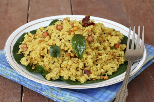 Lemon Oats, similar to Lemon rice, makes for a healthy Indian breakfast dish. A favorite Indian recipe with oats, lemon and spices goes well with yogurt.